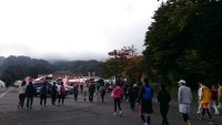 軽井沢HM 朝 メイン会場へ 曇りで寒く吐く息が白い
